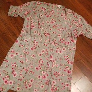 Lularoe gray pink floral M Shirley kimono